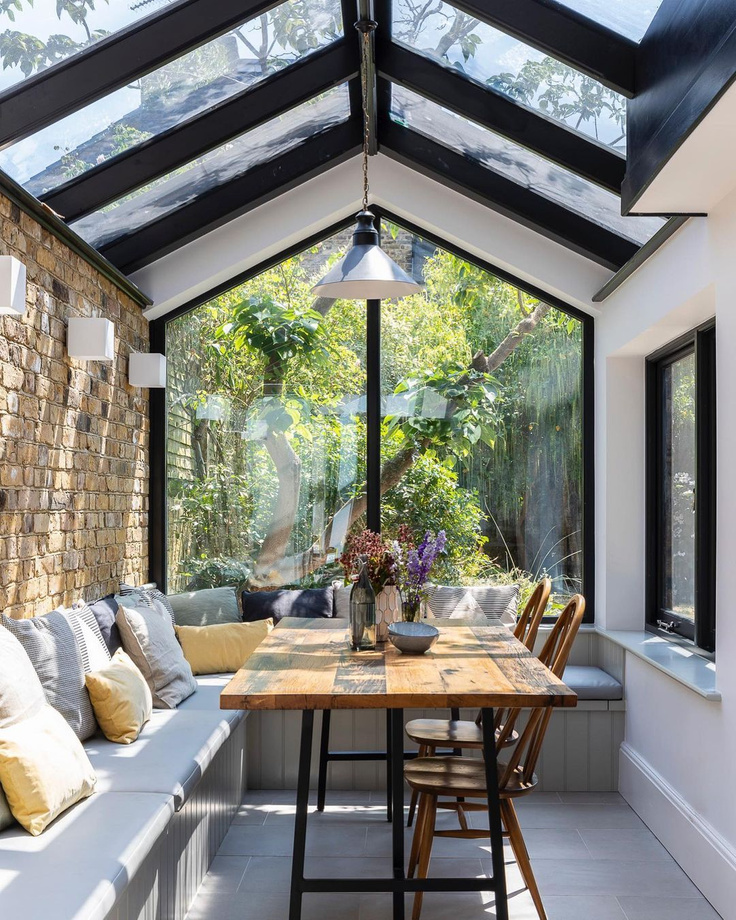 Breakfast nook in a magnificent sunny English home by Imperfect Interiors. #breakfastnook #englishcountry