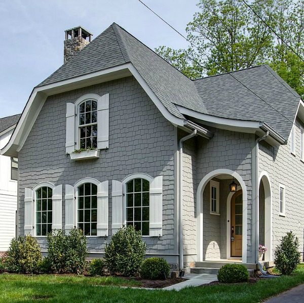A charming cottage in historic downtown Franklin inspires with its vintage style and is surprisingly brand new construction from Garden Gate Homes. Dramatic arches! Come see the home tour on Hello Lovely Studio.