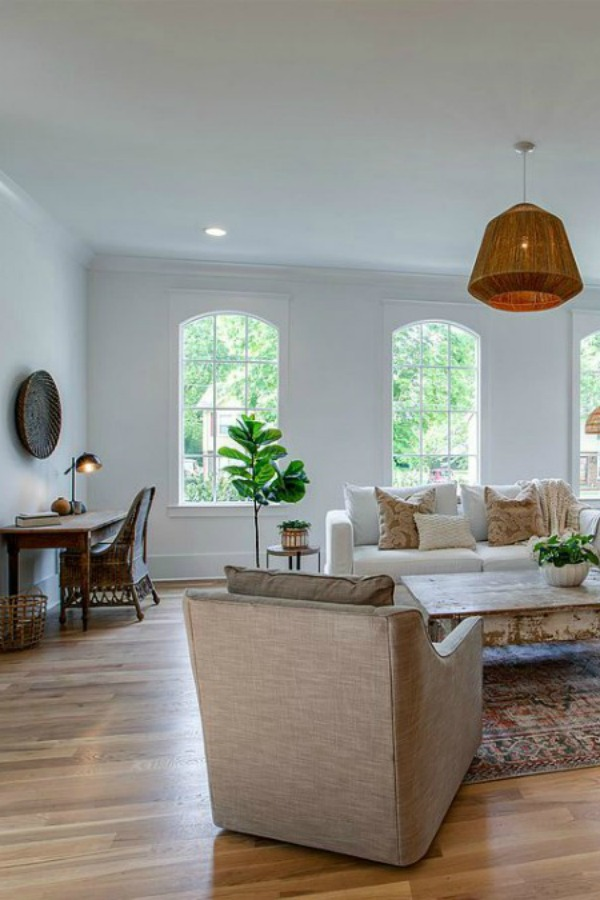 A charming cottage in historic downtown Franklin inspires with its vintage style and is surprisingly brand new construction from Garden Gate Homes. 11 Charming Cottage Style Design Ideas & Inspiration From Franklin, Tennessee is waiting for you!