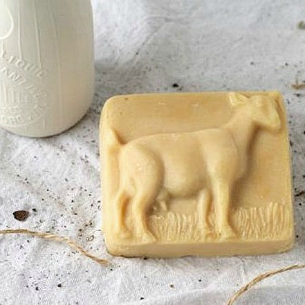 Goat milk soap from Gretta's Goats in Pecatonica, IL. COME CHECK OUT these gorgeous Etsy handmade decor finds for the home!