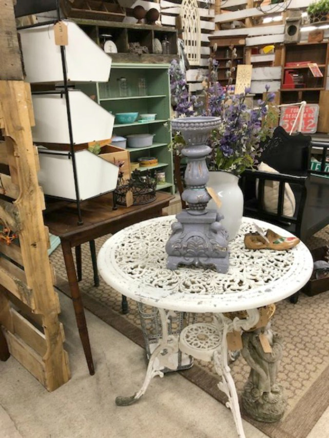 Rustic farmhouse decor, vintage flea market treasures, and LOVELY Fall and Autumn inspiration are flowing as I take you shopping with me for country goodness in the Northern Illinois and Southern Wisconsin. Hello Lovely Studio. #farmhousestyle #rusticdecor #countryhomes #fleamarket