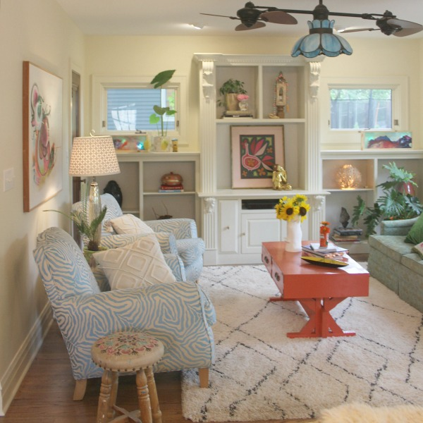 Colorful den in an eclectic beachy boho cottage by Jenny Sweeney. #interiordesign #colorfuldecor #boho #beachy #vintagestyle