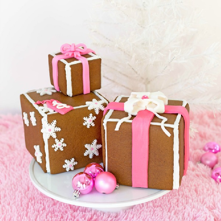 Gingerbread gift boxes with fondant ribbon and pink accents for a cheerful whimsical Christmas - Awwsam. #christmasbaking #pinkchristmas #gingerbread