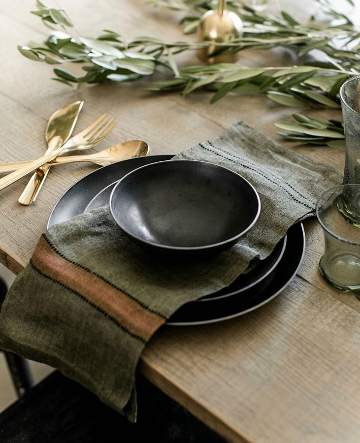Deep richly colored rustic fall tablescape with gold flatware - Beautiful Mess Home. #placesetting #autumn #rusticdecor