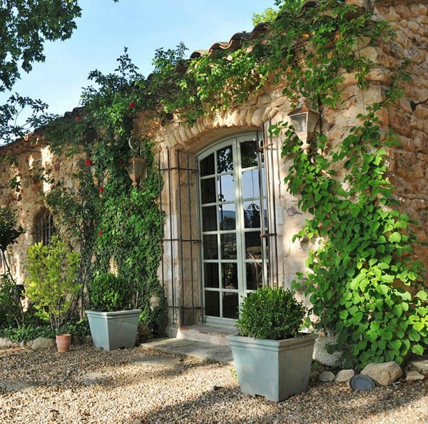A breathtaking French bastide in Bonnieux in the South of France - a luxurious vacation home by Haven In. #frenchcountry #southoffrance #luxuryhome #frenchvilla