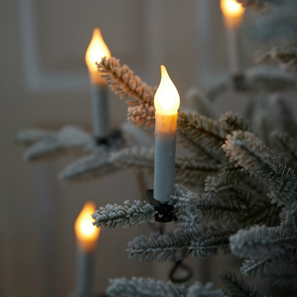 Candlestick light string for the Christmas tree - a lovely way to light the tree with romance and nostalgia. #holidaydecor #christmaslights #christmastree