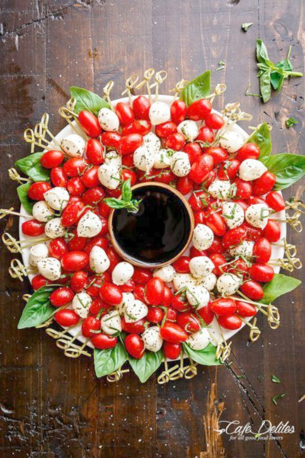 Christmas wreath appetizer - a whimsical way to serve caprese salad or a cheese board! Woman's Day. #cheeseboard #christmas #appetizers #entertaining