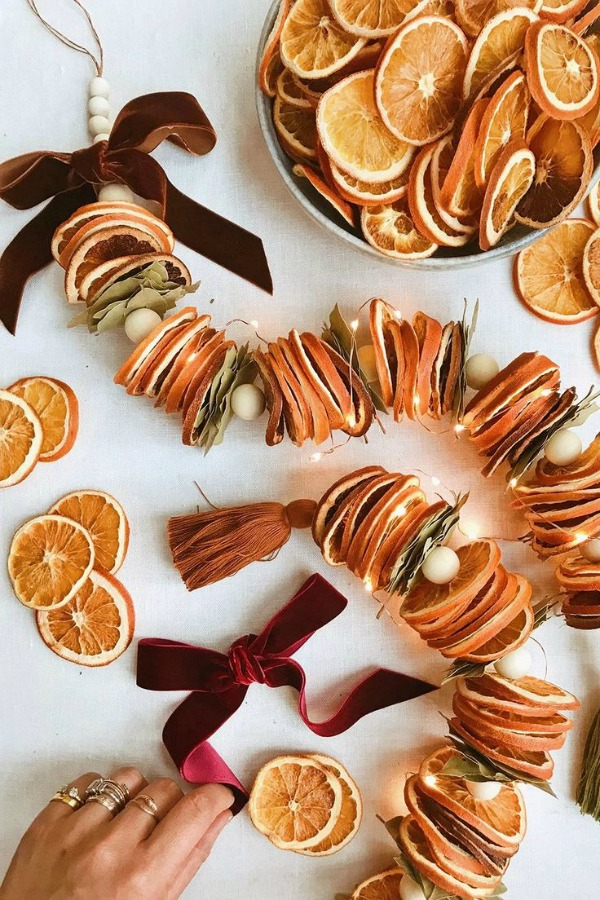 Dried citrus garland from HonestlyWTF. #holidaydecor #christmasdecor #DIY #christmascraft #crafts