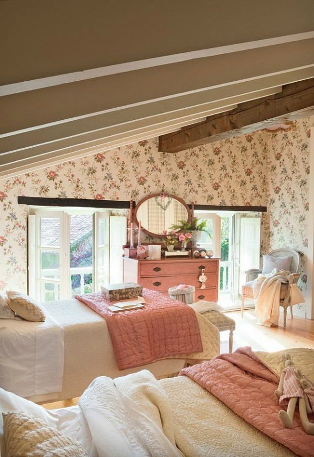 Pink bedroom in a romantic french country cottage decorated with white and pink in Spain is decorated for Christmas with soft and quiet decor. #holidaydecor #christmasdecor #frenchcountry #decorating #cottagestyle #whitechristmas