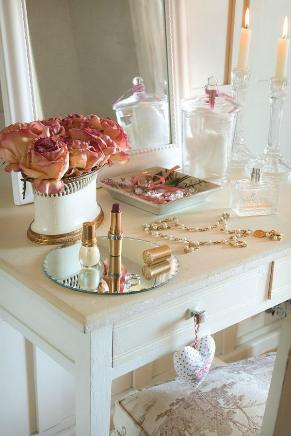 Vanity in a romantic french country cottage decorated with white and pink in Spain is decorated for Christmas with soft and quiet decor. #holidaydecor #christmasdecor #frenchcountry #decorating #cottagestyle #whitechristmas