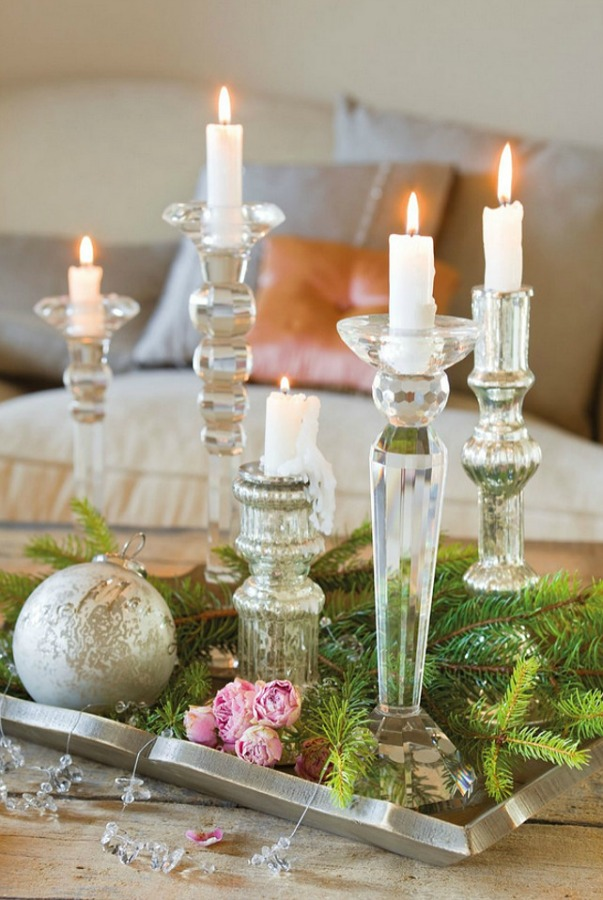 Vignette with candles in a romantic french country cottage decorated with white and pink in Spain is decorated for Christmas with soft and quiet decor. #holidaydecor #christmasdecor #frenchcountry #decorating #cottagestyle #whitechristmas