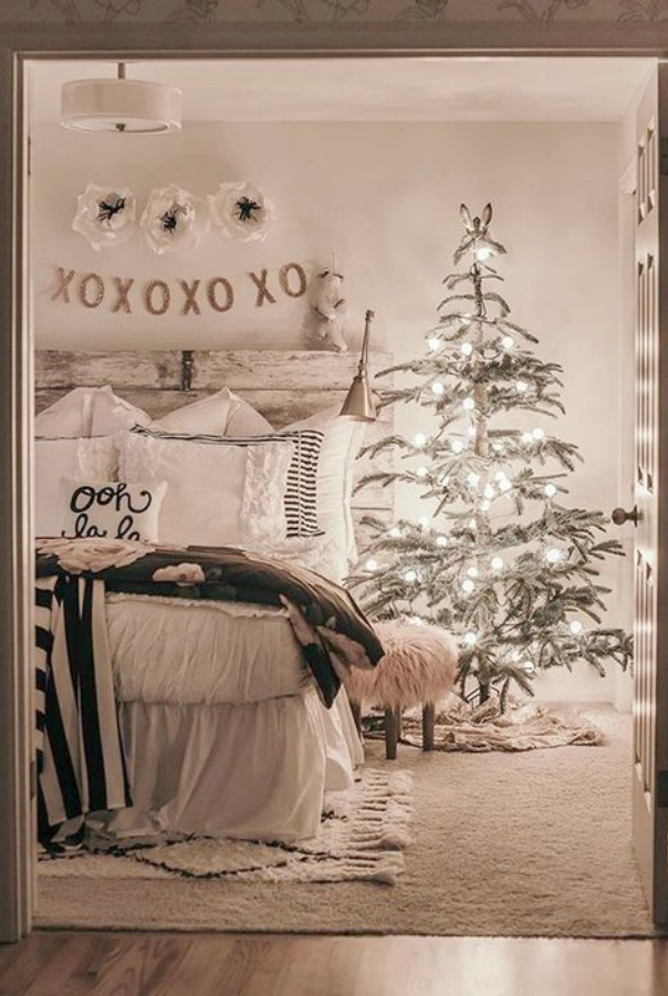 White Christmas decor inspiration shines in this farmhouse bedroom with Christmas tree and rustic natural decor. #whitechristmas #farmhousechristmas #holidaydecor #bedroomdecor #rustic #holidaydecorating