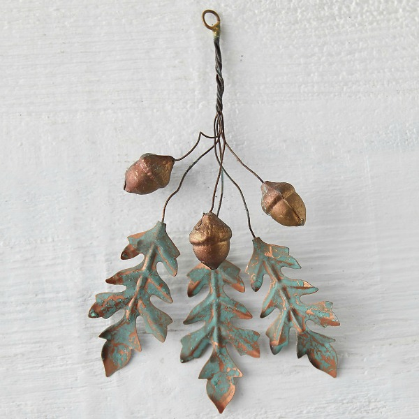 Iron oak leaves acorn wall decor for Christmas and the holidays adds a natural whimsical wintry wonder element. #christmasdecor #holidaydecor #acorns #walldecor