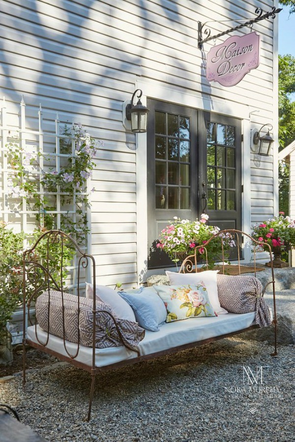 Charming French daybed on back patio - Maison Decor's Amy Chalmers. #daybed #frenchcountry #maisondecor