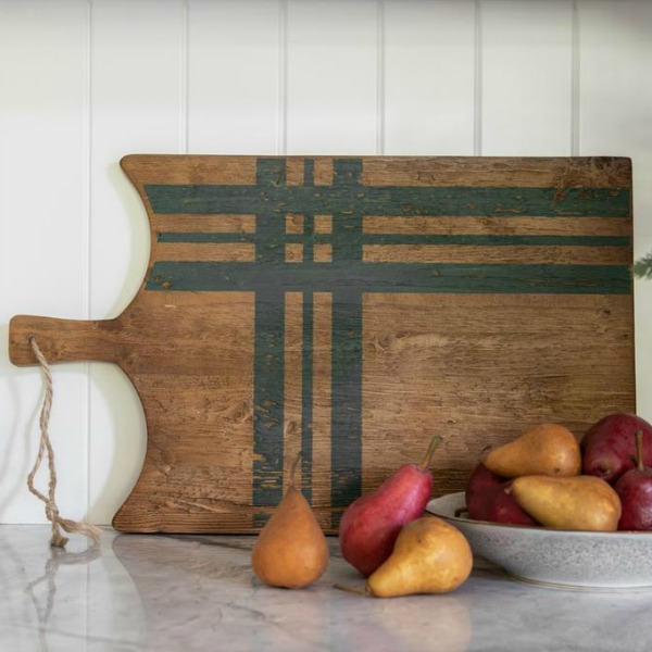 Green plaid charcuterie or cheese board adds rustic festive cheer to the holiday kitchen. #rusticboard #christmasdecor #farmhousechristmas #cuttingboard #plaid