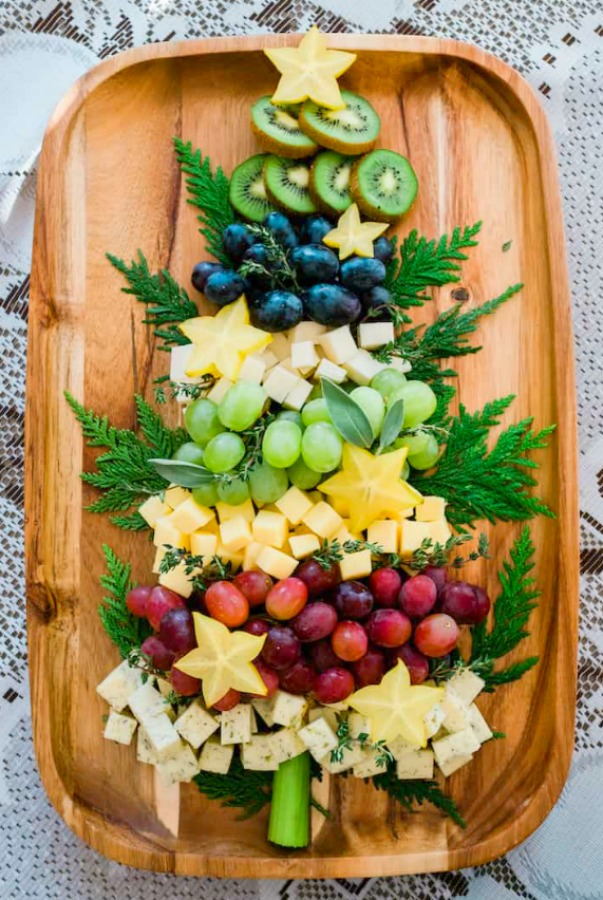 Gorgeous Christmas Tree cheeseboard or charcuterie board by MuyBuenoCookbook! #holidayappetizer #cheeseboard #charctuerie #entertaining #partyfood