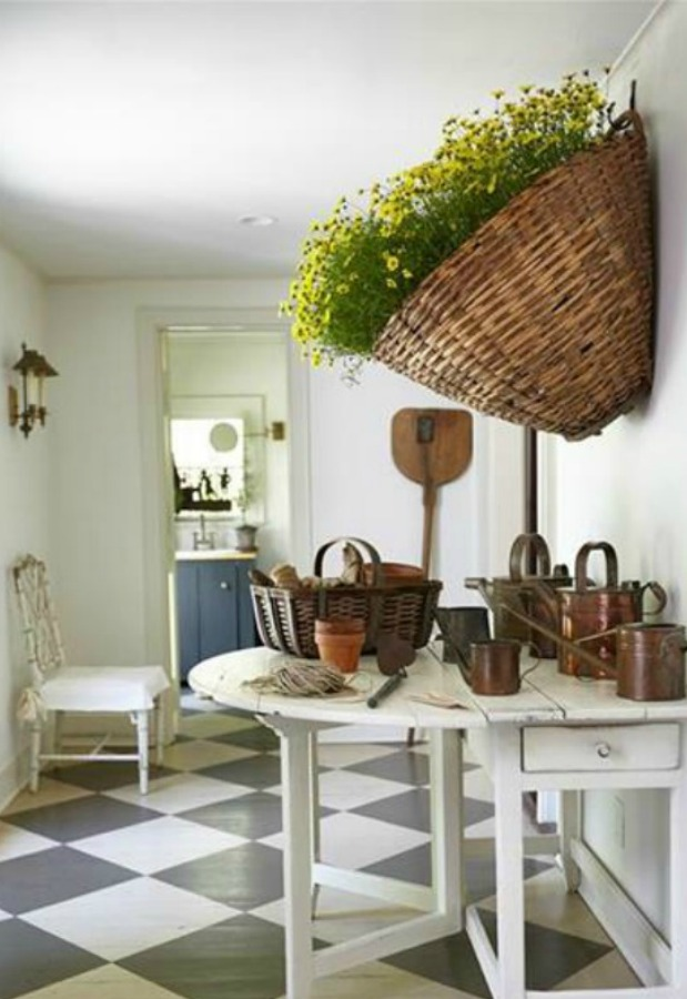 Nora Murphy's 1767 Connecticut farmhouse with beautifully designed relaxed and classic interior design. #noramurphy #farmhousestyle #interiordesign #historicfarmhouse #entry