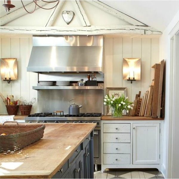 Nora Murphy's 1767 Connecticut farmhouse kitchen with beautifully designed relaxed and classic interior design. #noramurphy #farmhousestyle #interiordesign #historicfarmhouse