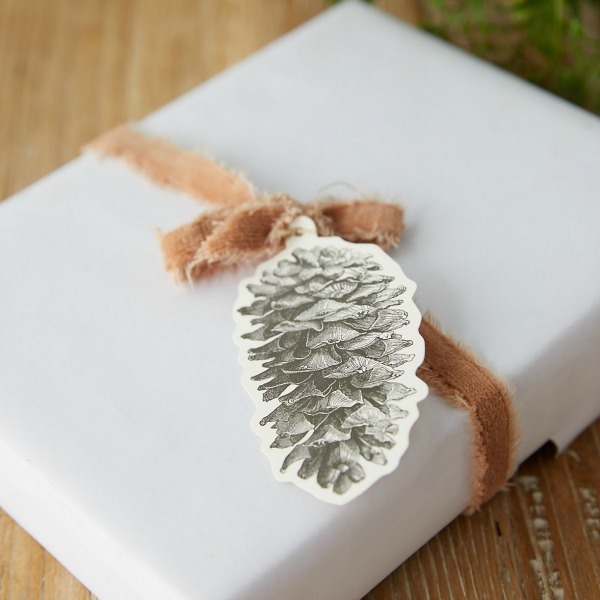 Pine cone gift tags are charming and classic for your giftwrapping needs. #giftwrap #gifttag #pinecones #holidays