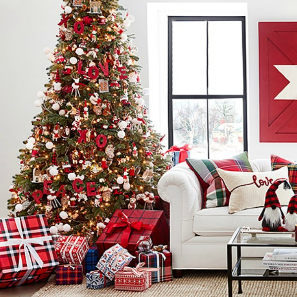 Pottery Barn Christmas decorated room 2019 - Come discover 23 Frugally Fabulous Holiday Decorating Finds Under $20 + Funny Quotes! #holidaydecor #lowcost #decorinspiration