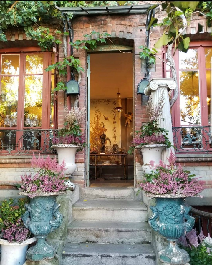 Come get Inspiring Autumn Feels From Instagrammers to Follow + Encouragement Quotes! French charm galore when you glimpse the exterior of this Parisian shopfront. Photo by The Frrench Nest Co Interior Design. #paris #storefront #exterior