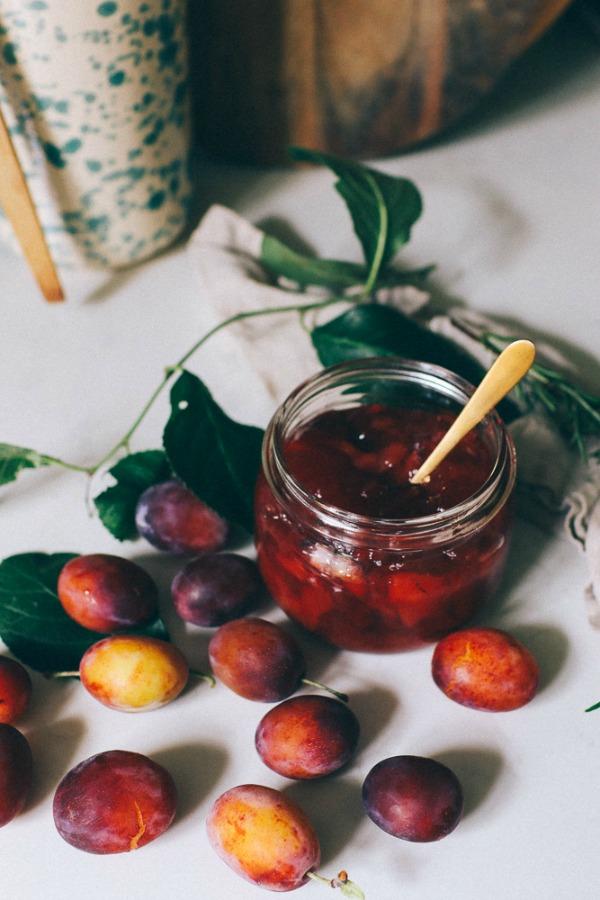 Still life beauty from plum jam makings - Volang - Lovely Life Sweden. #stilllife #plumjam #autumninspiration #slowliving