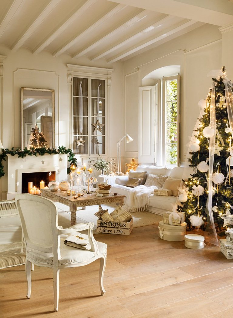 A beautifully restored 1864 home on the Maresme Coast of Spain is decorated in whites for Christmas. #christmasdecor #whitechristmas #frenchcountry #frenchchristmas