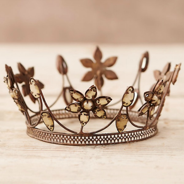 Crown for the Christmas tree. #holidaydecor #christmastree #crown