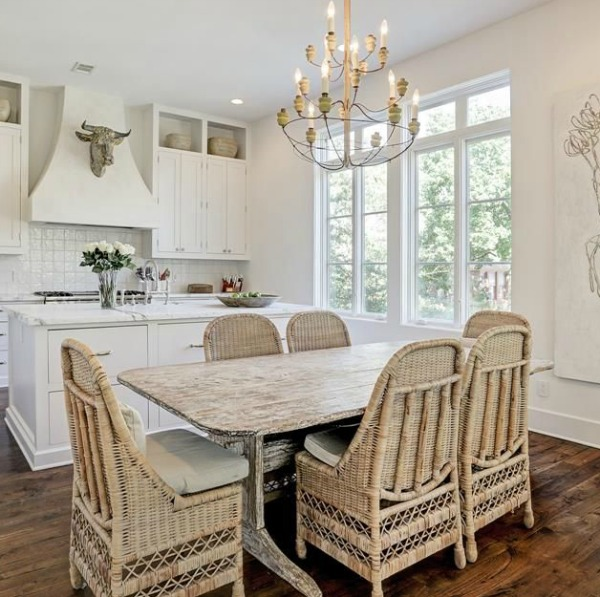 Gorgeous modern European country design style in this Houston home by Southampton. #europeancountry #interiordesign #whitedecor #modernfrench