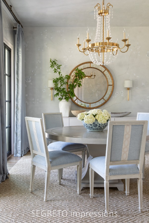 Beautiful classic traditional dining room with pale blue color palette in SEGRETO impressions (2019) by Leslie Sinclair. #interiordesign #diningroom #classic #traditionalstyle