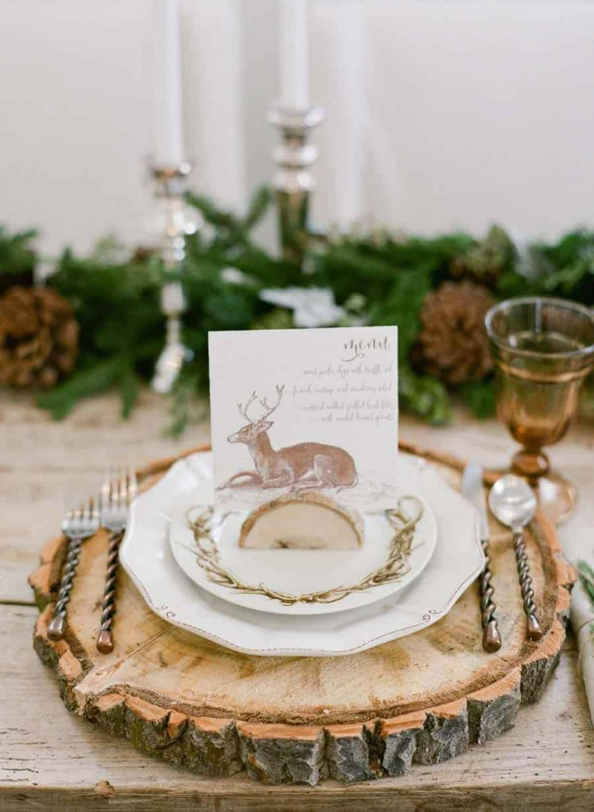 Rustic table setting idea with wood slice charger - Elizabeth Anne Designs. #thanksgiving #tablescape #rustic #tablesetting #woodslice