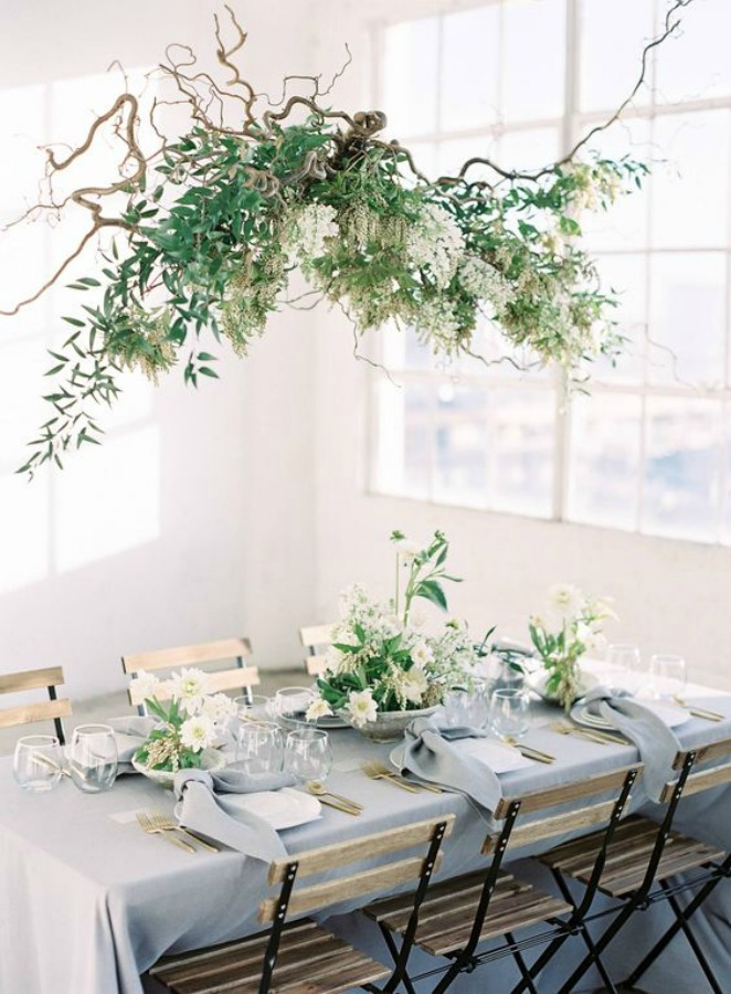 A beautiful and ethereal table setting idea for Thanksgiving or a romantic dinner with floral swag suspended from ceiling - Magnolia Rouge. #romantic #tablescape #tabledecor A#entertainingidea