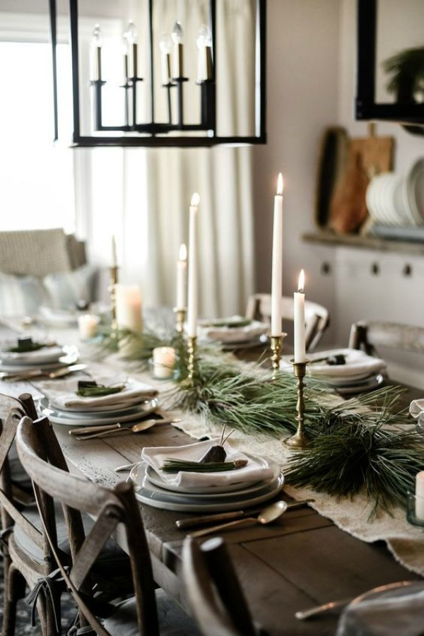 Beautiful natural and rustic country French farmhouse Christmas tablescape. #holidaytable #frenchcountry #frenchchristmas #christmasdecor