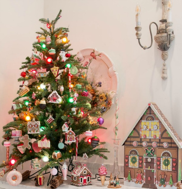 Sweet and whimsical pink Christmas decor accents - Petite Haus. #pinkchristmas #christmasdecor #christmastree