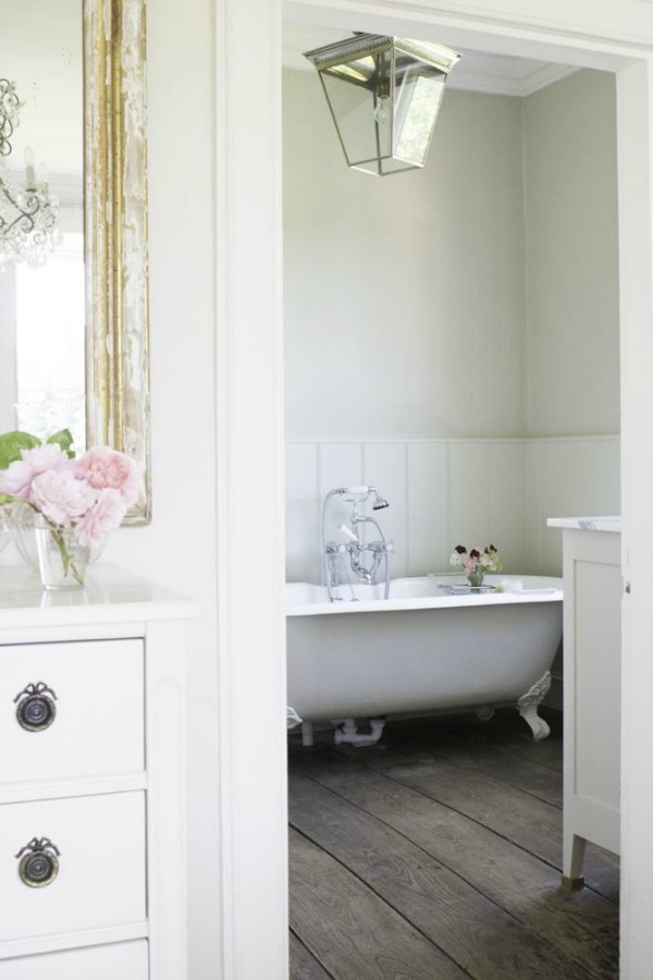 Clawfoot tub in Charming white Scandinavian style cottage interiors in a property called the Hatch (Beach Studios) near London. #scandinavianstyle #cottage #interiordesign #whitedecor