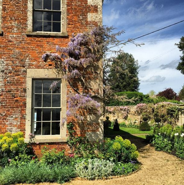 English country cottage exterior and gardens at the Hatch near London (Beach Studios). #cottageexterior #cottagegarden