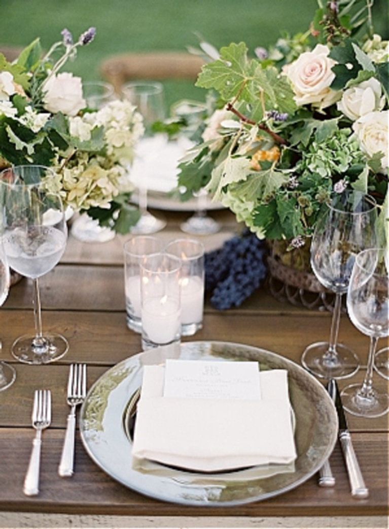 Elegant and simple placesetting at wedding at sunstone winery - design by Alexandra Kolendrianos - photo by Jose Villa. #placesetting #weddings #tablescape #winery #outdoorreceptions