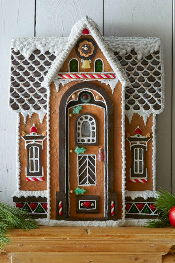 Charming and fanciful gingerbread house - Family Holiday. #christmasbaking #gingerbreadhouse