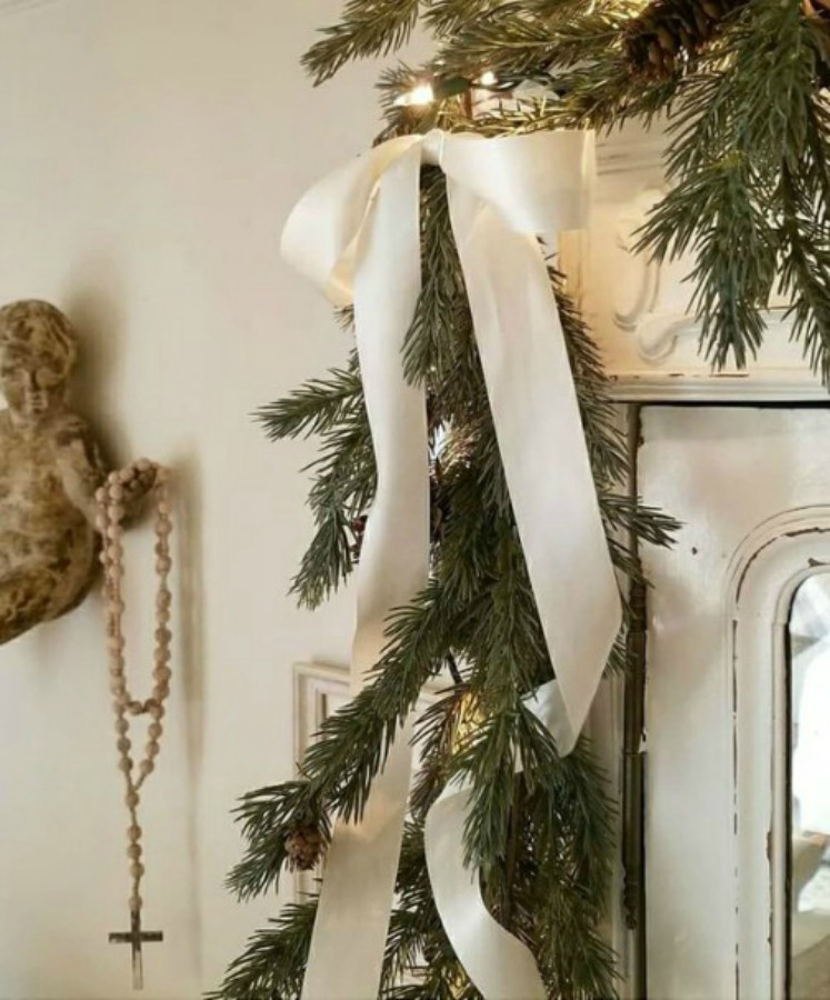 French country Christmas decor with white sophisticated details and greenery. #frenchcountry #frenchchristmas #christmasdecor #whitechristmasdecor