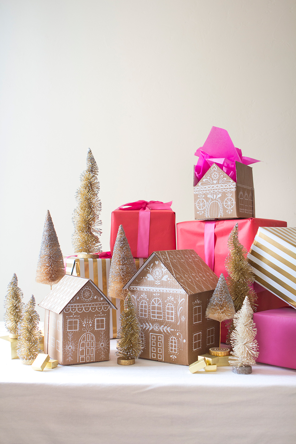 Darling gingerbread gift boxes by The House That Lars Built. #gingerbreadhouses #giftboxes #diy #holidaycrafts