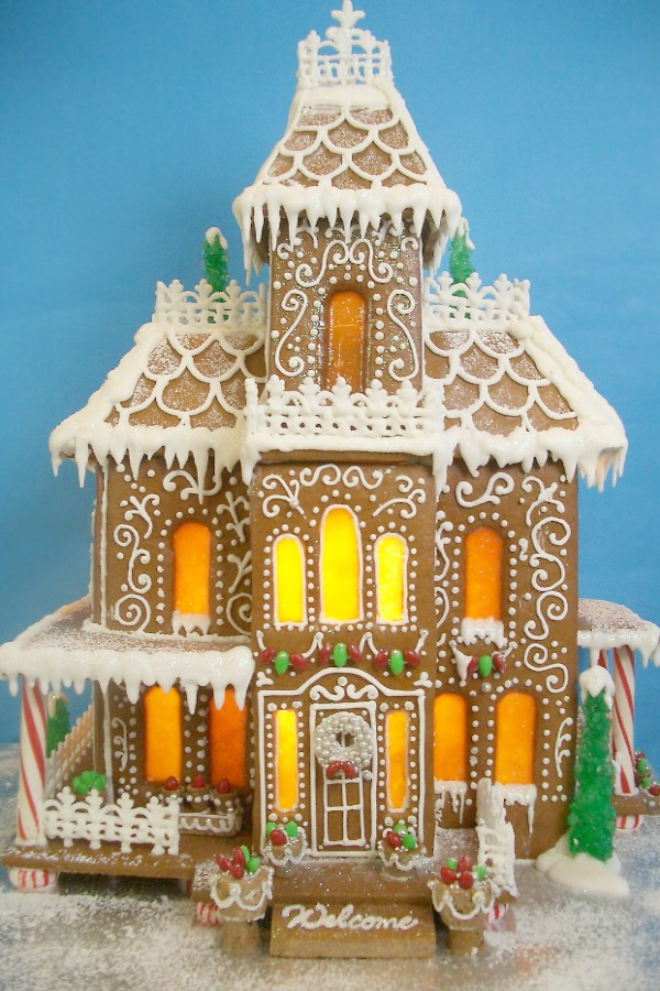 Fanciful and magnificent gingerbread house with three stories - Goodies by Anna. #gingerbreadhouse #holidaybaking #christmasdiy