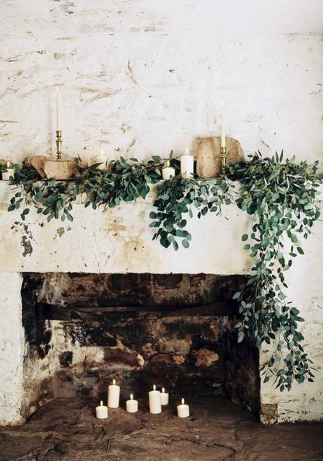Romantic and rustic fireplace with greenery and candles - Happywedd. #fireplacedecor #romanticdecor