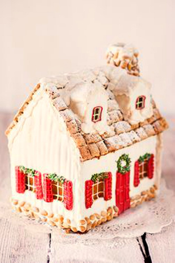 Charming gingerbread house cottage by Katlig.