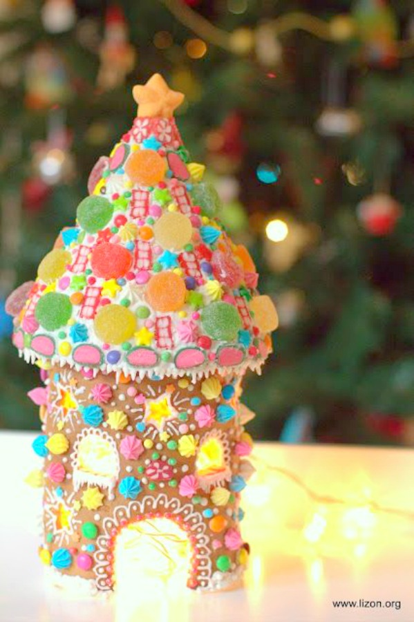 Magical and darling, this candy house turret has been decorated whimsically with colorful candies - Lizon. #gingerbreadhouse #holidaybaking