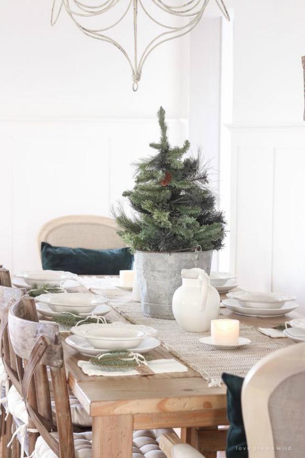 Simple and spare farmhouse Christmas table by Love Grows Wild. #tablescape #farmhousechristmas #holidaydecor #simplechristmas