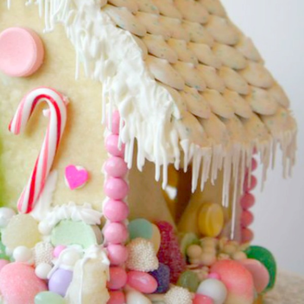 Detail of icicles from frosted snowy roof of a charming gingerbread house cottage. #gingerbreadhouse #christmasbaking #holidaydiy