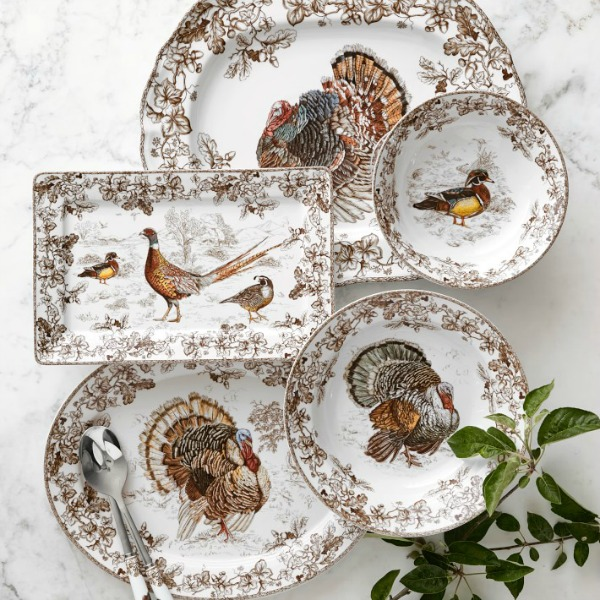 Plymouth turkey serving dishes from Williams Sonoma. #dinnerware #tabledecor #thanksgiving #thanksgivingturkey