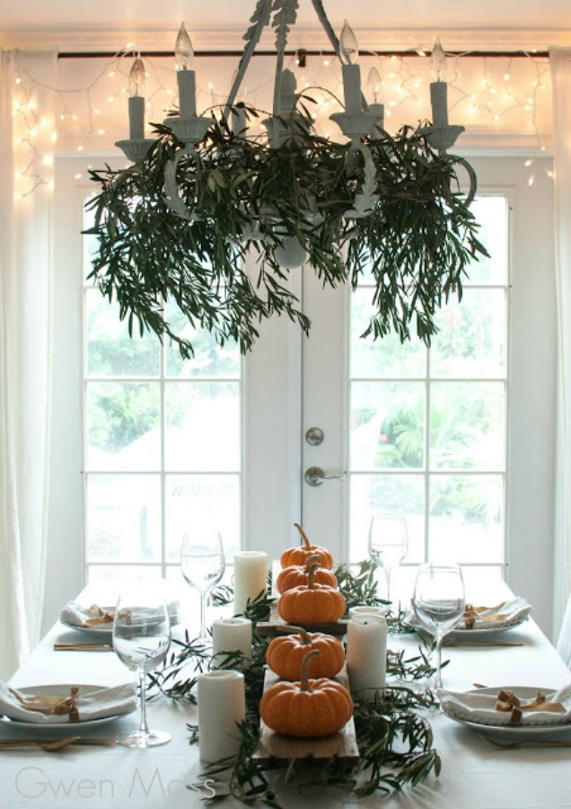 Beautifully simple and Scandinavian inspired, this simple fall tablescape and Thanksgiving place setting idea with little pumpkins and fairy lights calms the mood! Gwen Moss. #falltable #tablescape #thanksgiving #tablesetting #placesetting #Scandinavianstyle