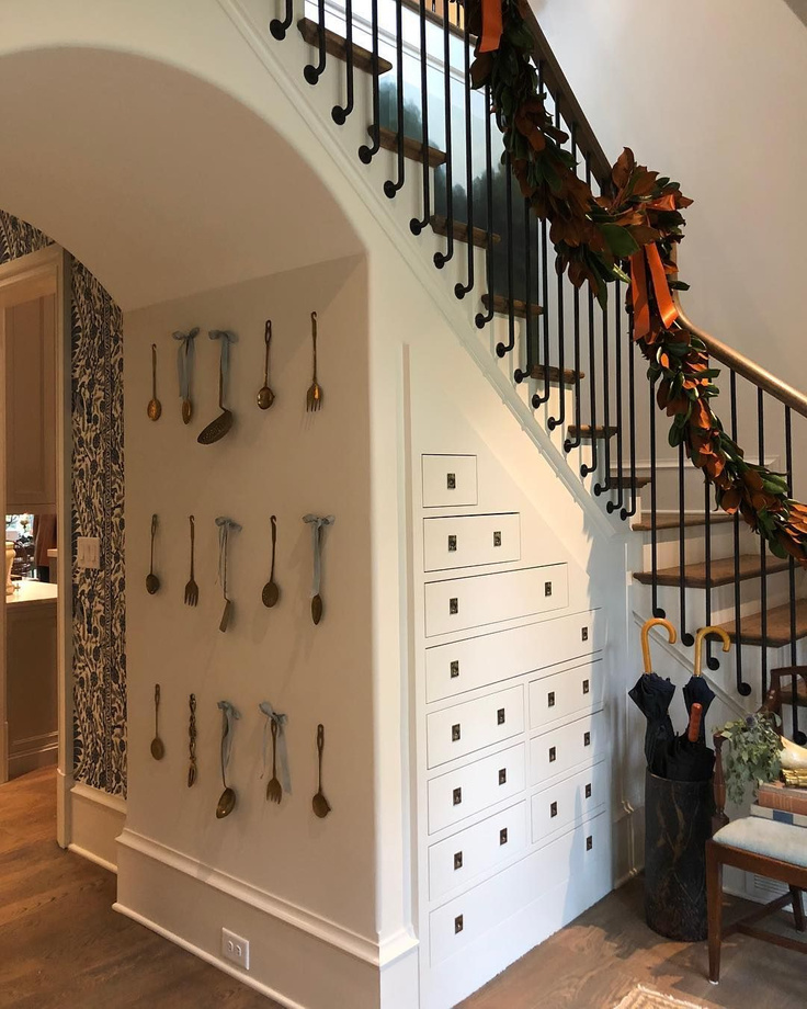 Classic and sophisticated Christmas decor in a mud room with cabinetry at the 2018 Atlanta Home for the Holidays Showhouse - cabinetry by Kingdom Woodworks; design by Gordon Dunning