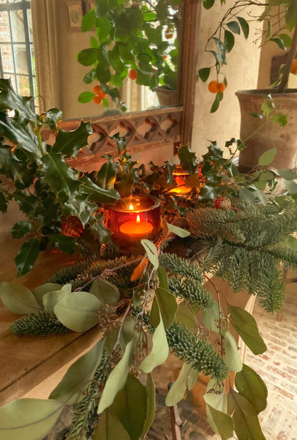 Elegant Belgian Christmas decor in the European home of Greet of Belgian Pearls. #christmasdecor #europeanchristmas #belgianchristmas #elegantchristmasdecor #holidaydecor